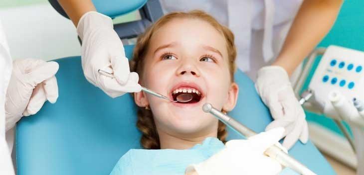 Удаление зубного налета у детей